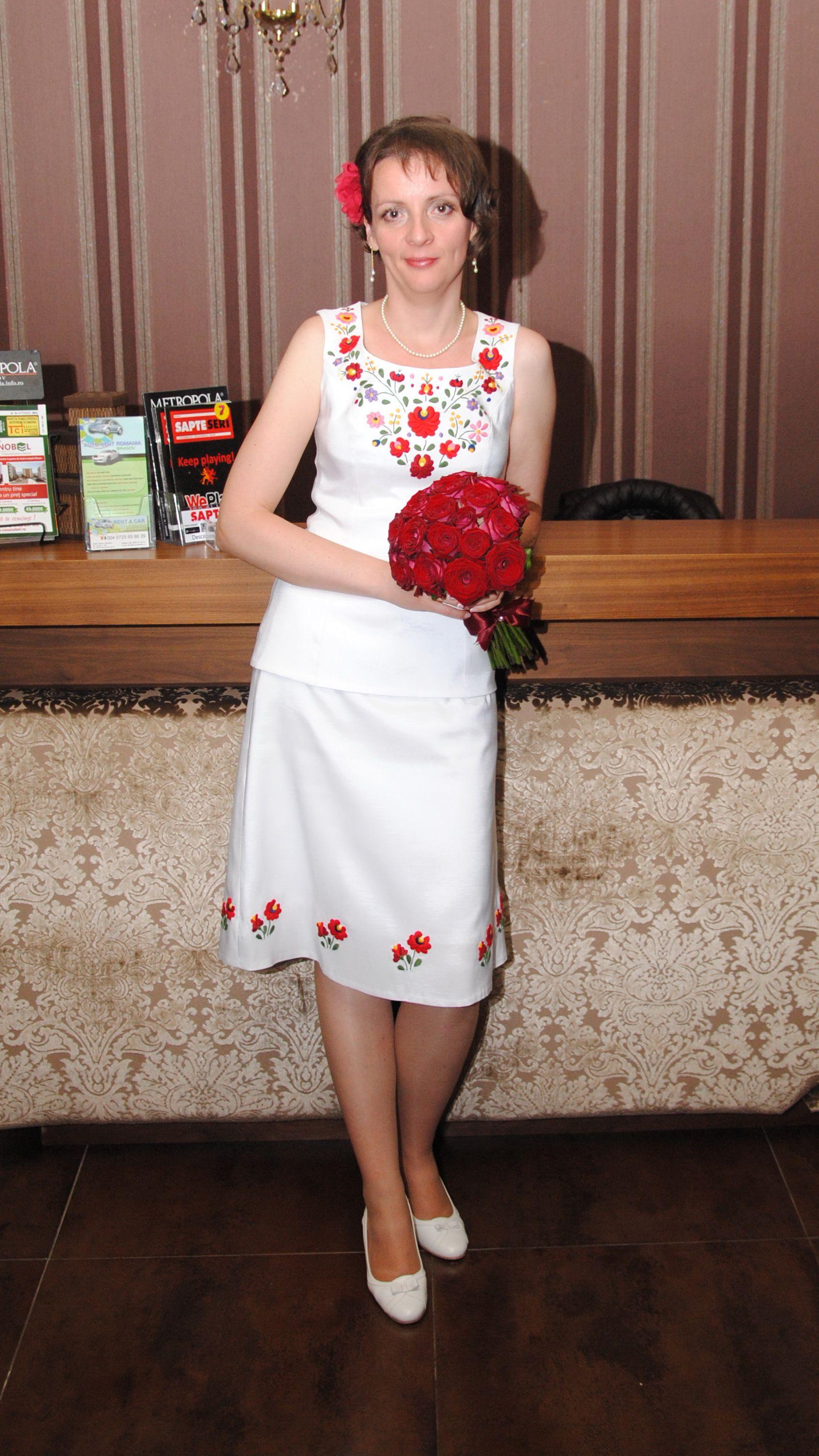 993bcd6905 Matyó mintás menyasszonyi ruha. Kalocsai mintás férfi ing