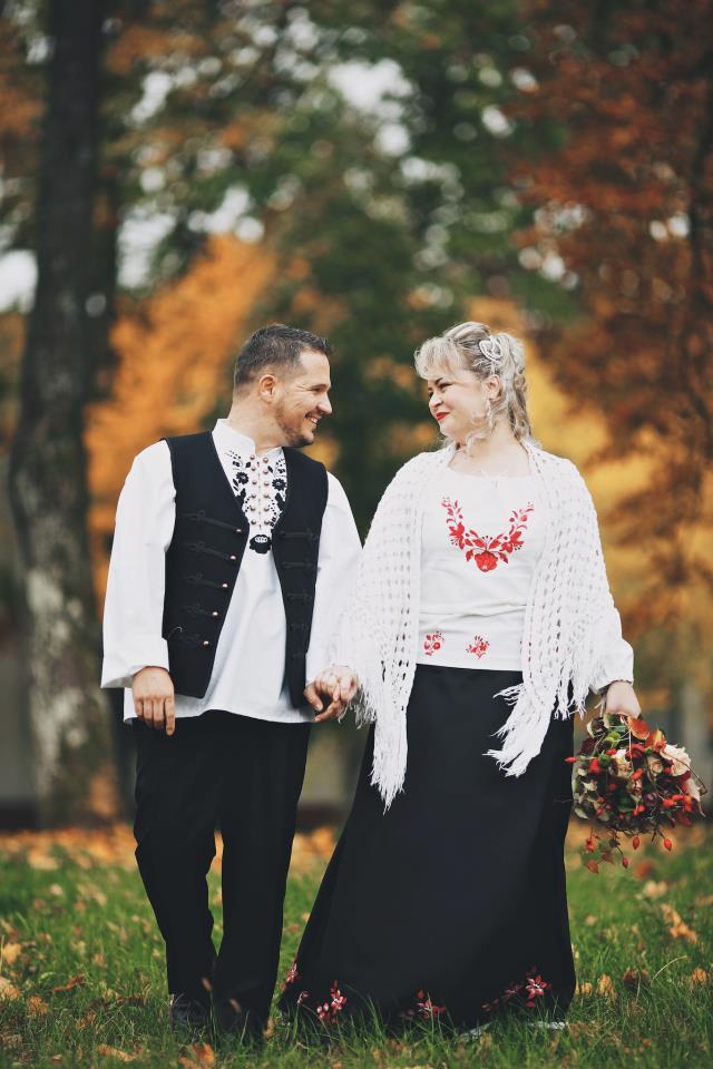 Kalocsai mintás ruha és férfi ing Foto  Andras Schram dafd5bca74
